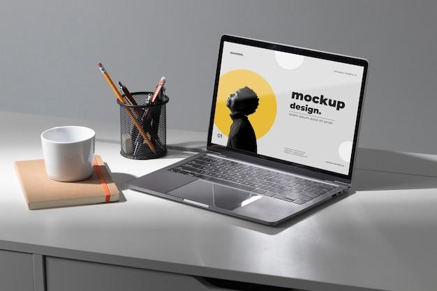Minimales desktop-arbeitsplatz-mock-up-design