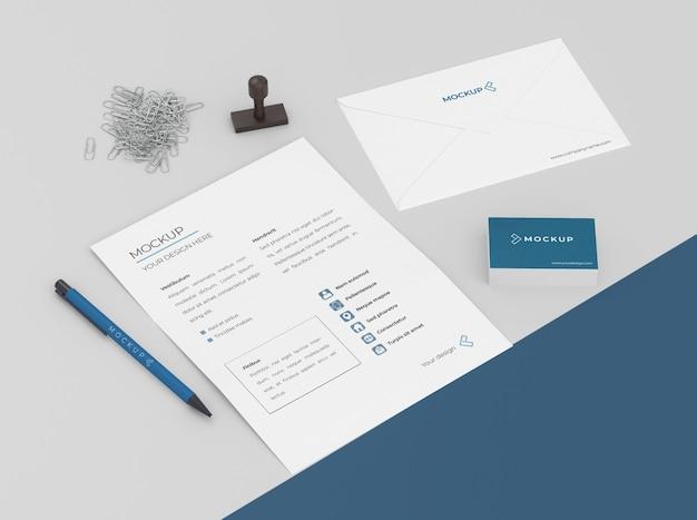 Minimales muster-briefpapier-arrangement
