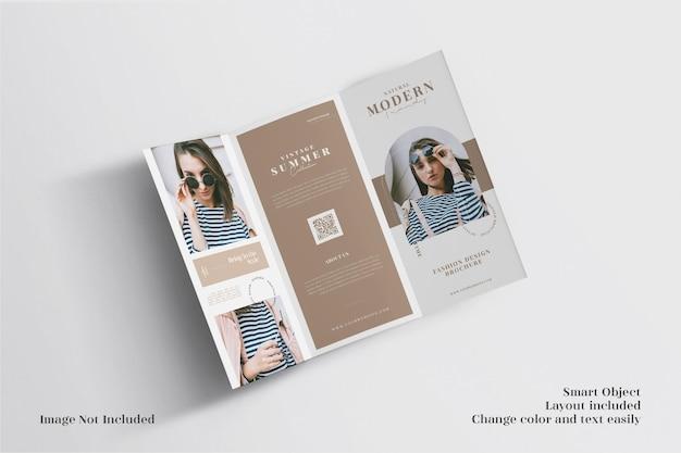 Minimalistisch geöffnetes dreifach gefaltetes broschürenmodell und bestes layout
