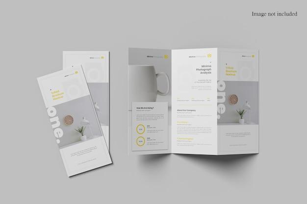 Minimalistisches, dreifach gefaltetes broschürenmodell mit draufsicht