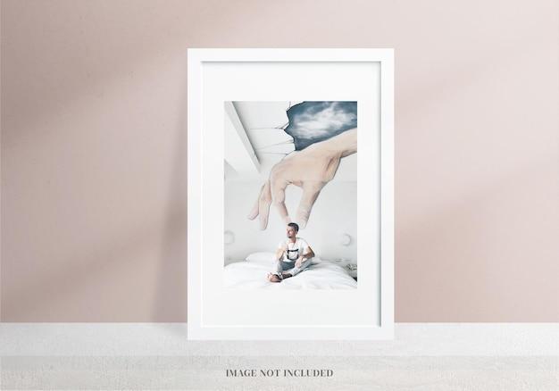 Minimalistisches und realistisches weißes rahmenmodell oder moodboard-dekoration