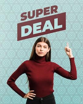Mittlere schussfrau, die auf superverkauf zeigt