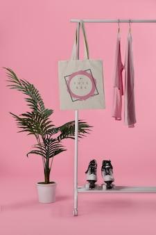 Mock-up-einkaufstasche aufgehängt