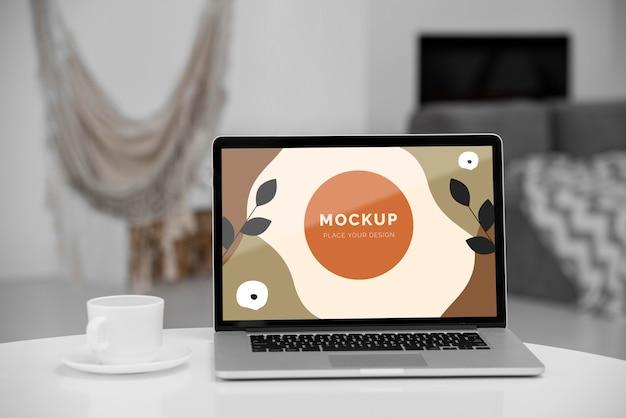 Mock up laptop im schlafzimmer