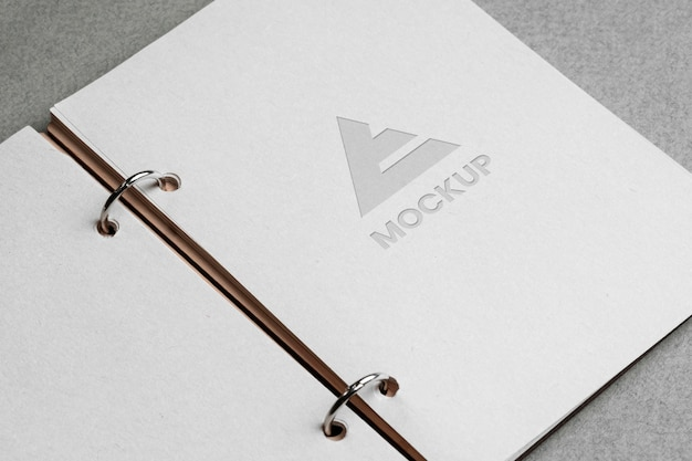 Mock-up-logo-design auf schreibwarenzubehör