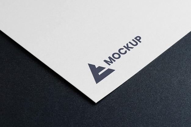 Mock-up logo design hohe ansicht