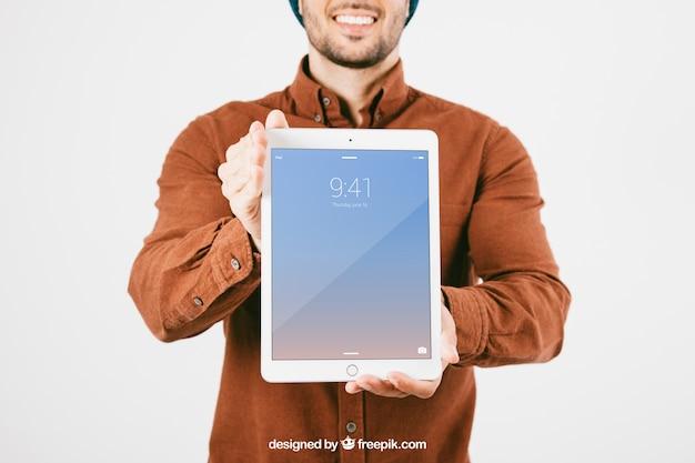 Mock up mit smiley mann und tablette