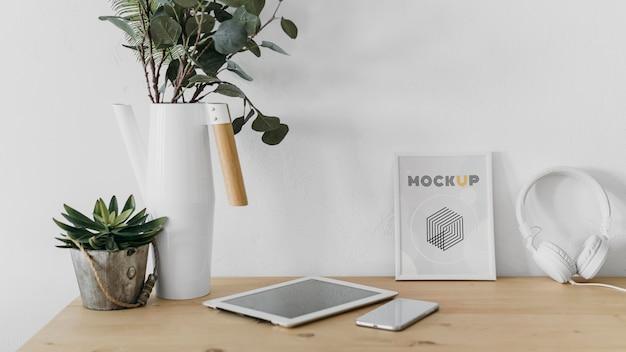 Mock-up-rahmen auf dem schreibtisch