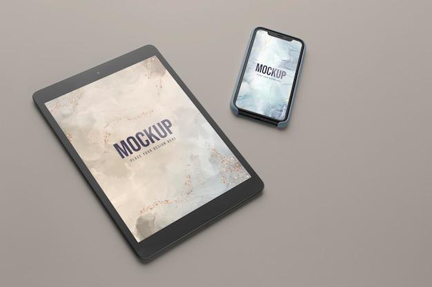 Mock-up-smartphone- und tablet-bildschirmsortiment