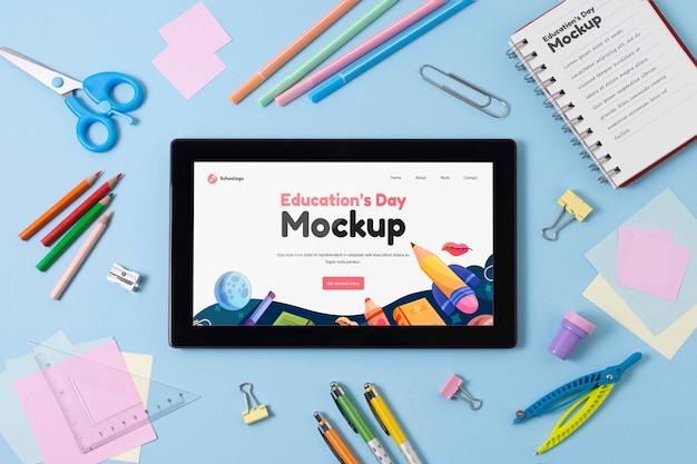 Mock-up-tablet-arrangement für den bildungstag
