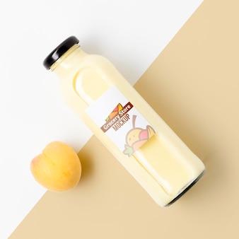 Mock-up von smoothie mit gesunden pfirsichfrüchten