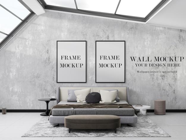 Mockup-design mit zwei rahmen und tapeten im schlafzimmer mit großen fenstern