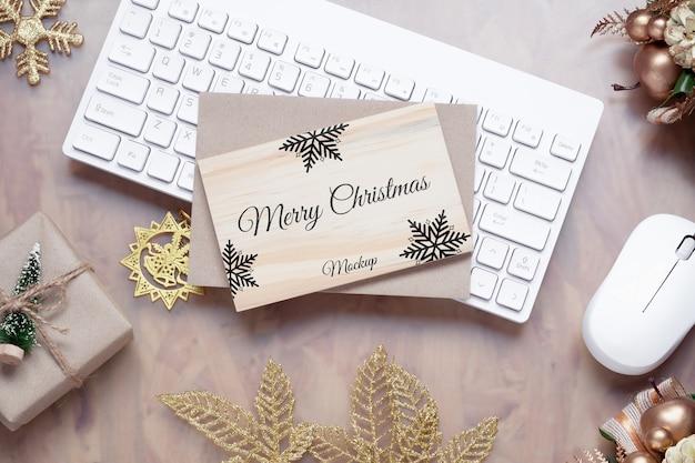 Mockup holzbrett für weihnachten neujahr hintergrund.