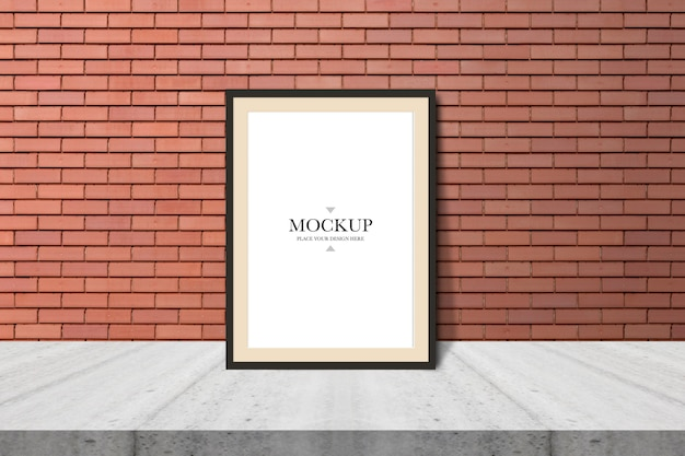 Mockup leerer fotorahmen auf backsteinmauer