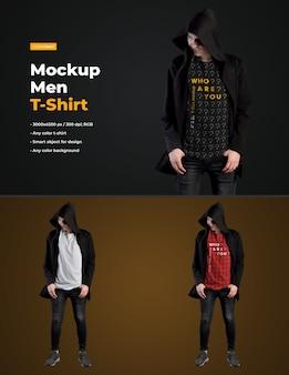 Mockups man t-shirt in einem schwarzen mantel