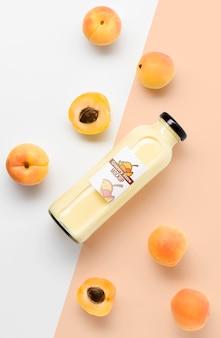 Modell aus smoothie und obst