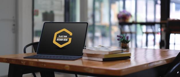 Modell des digitalen tablets mit tastatur