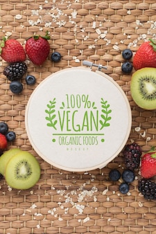 Modell für gesunde früchte auf dem schreibtisch