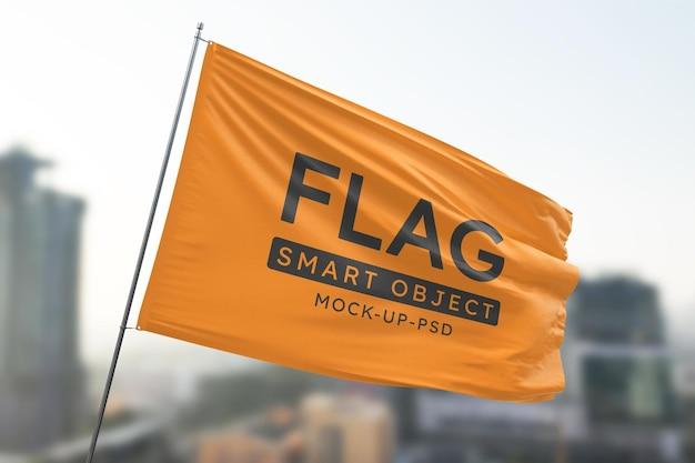 Modell mit schwenkender flagge