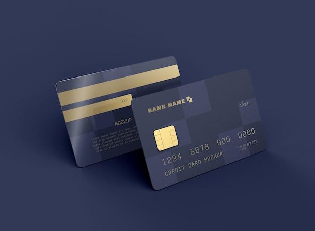 Modell mit zwei kreditkarten