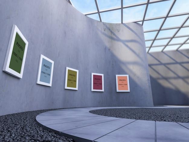 Modellfotorahmen auf gebogener wand in der modernen galerie
