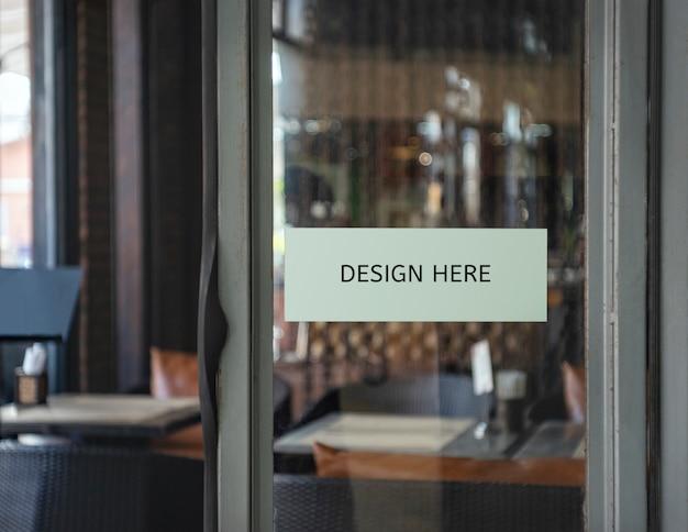 Modellieren sie ihr designzeichen innerhalb eines restaurants, speichers, büros
