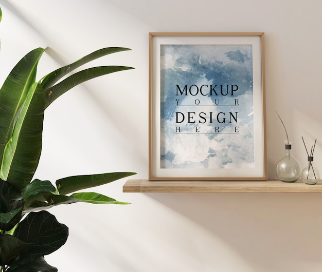 Modellplakate im wohnzimmer mit dekoration und pflanzen