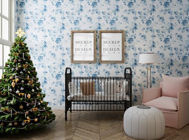 Modellplakatrahmen im kinderzimmer mit weihnachtsbaum und dekoration