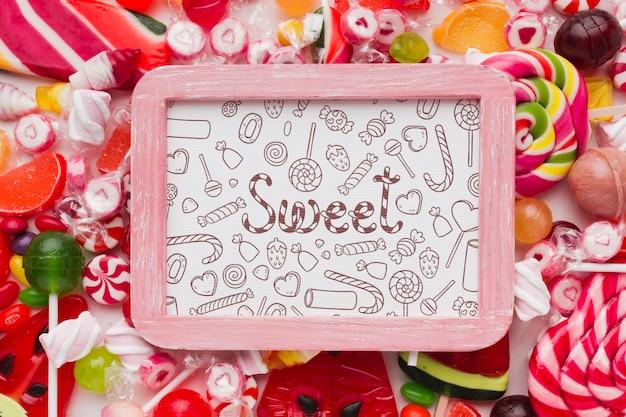 Modellrahmen mit süßigkeiten daneben