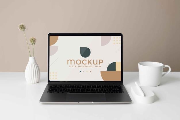 Moderne laptop-mock-up-anordnung
