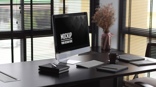 Modernes büroinnendesign mit computermodell