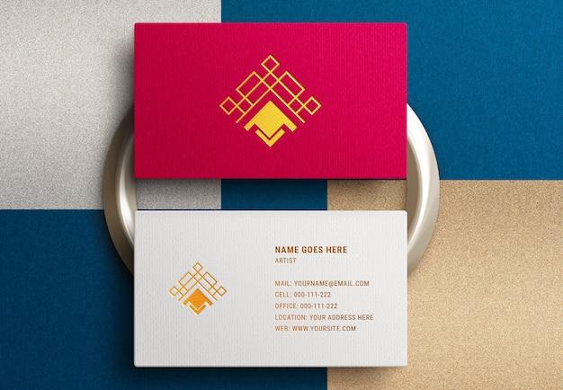 Modernes logo-modell auf luxus-visitenkarte