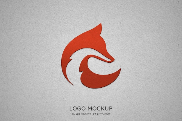 Modernes logomodell auf weißem wandhintergrund