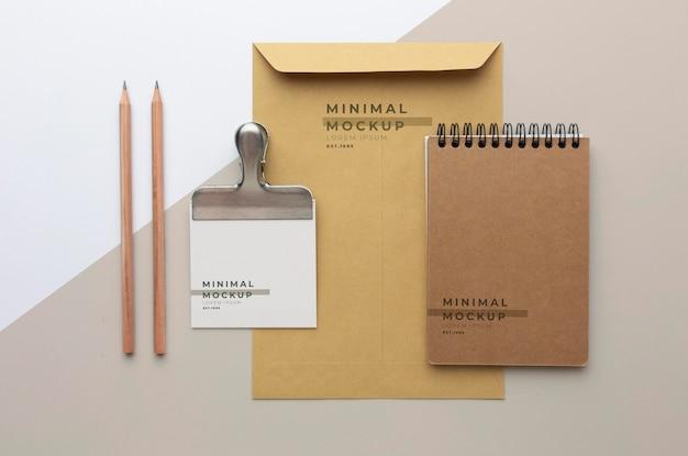 Modernes schreibwaren-mock-up-sortiment