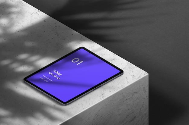 Modernes tablet mit überlagerungsschatten