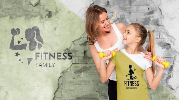 Mutter und tochter machen sportmodell