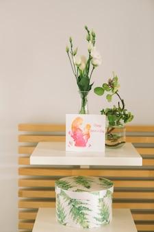 Muttertageskartenmodell mit blumen