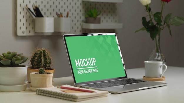Nahaufnahme auf digitalen tablets und notebooks modell