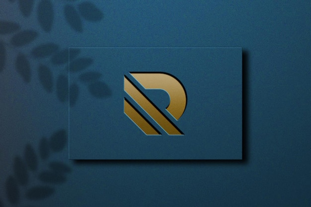 Nahaufnahme auf logo modell geprägt gold design