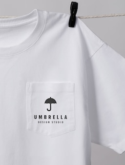 Nahaufnahme auf tasche des t-shirt-modells
