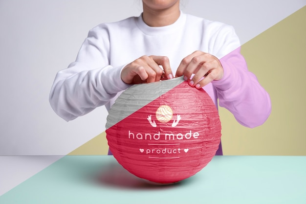 Nahaufnahme handgemachte rosa papierlampe
