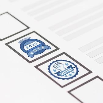 Nahaufnahme stimmzettel mit briefmarkenmodell