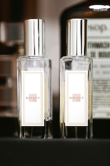 Nahaufnahme von beten parfümflaschen mockup