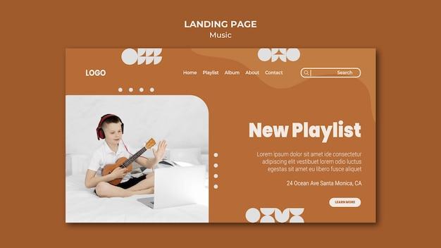 Neuer playlist-junge, der ukulele-landingpage spielt