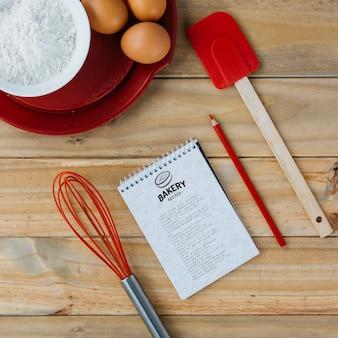 Notizblockmodell mit küche und rezeptkonzept