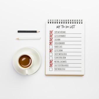 Notizbuch von oben mit aufgabenliste
