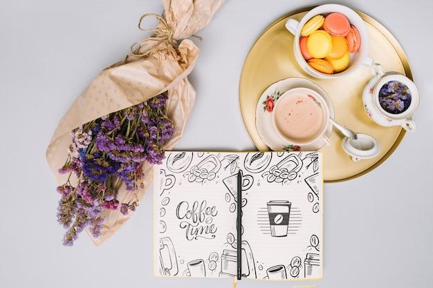 Notizbuchmodell mit frühlingskonzept