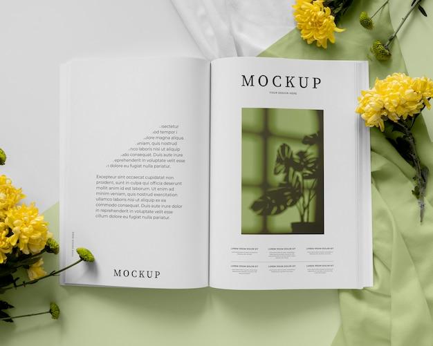 Oben ansicht magazin und pflanzenmodell