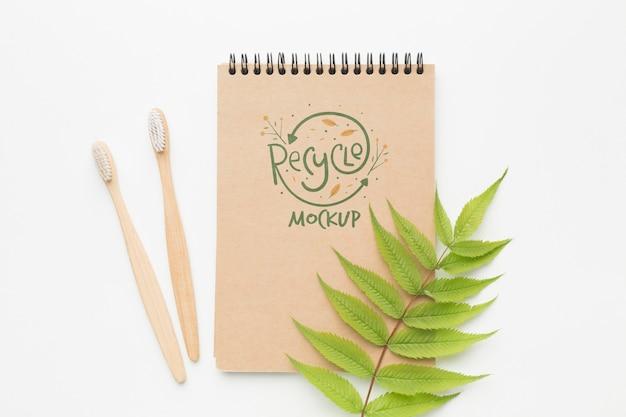 Öko-notebook und zahnbürsten