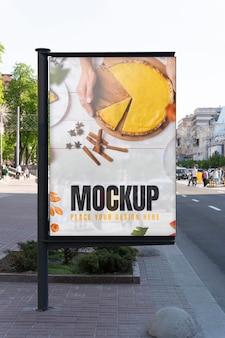 Outdoor-mockup für städtische werbung